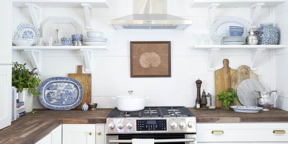 Before and After: This Outdated Space Was Turned Into the Farmhouse Kitchen of Your Dreams